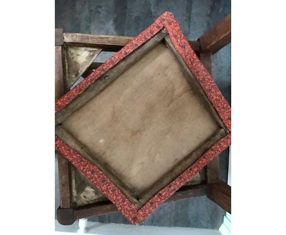 Vintage chaise vintage bois et assise skaï imprimé rouge et noir
