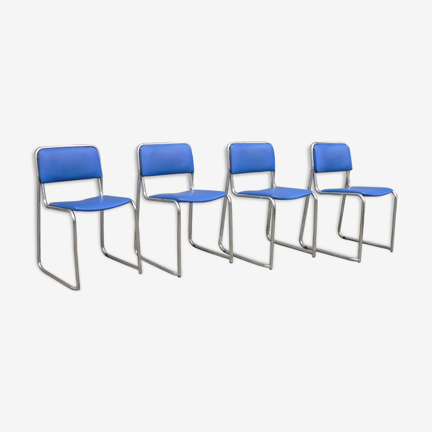 4 chaises vintage empilages