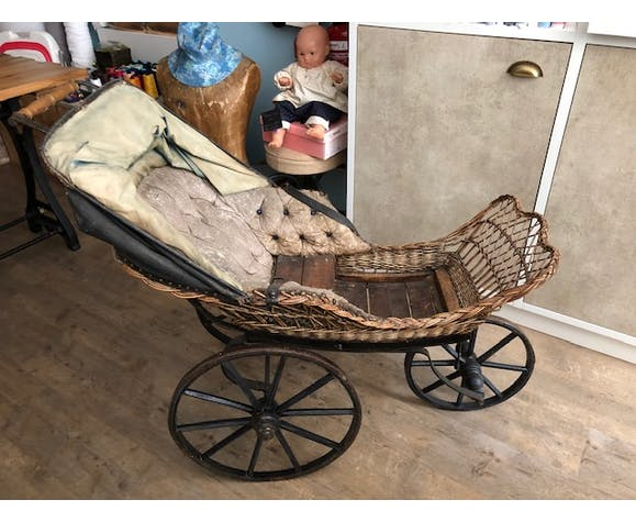 Napoleon III period stroller in rattan and leather