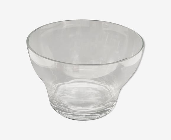 Big fruitier. clear glass bowl