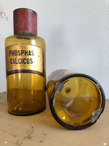 Lots d'anciens flacons bocaux de pharmacie verre brun