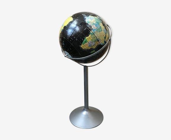 Globe on foot