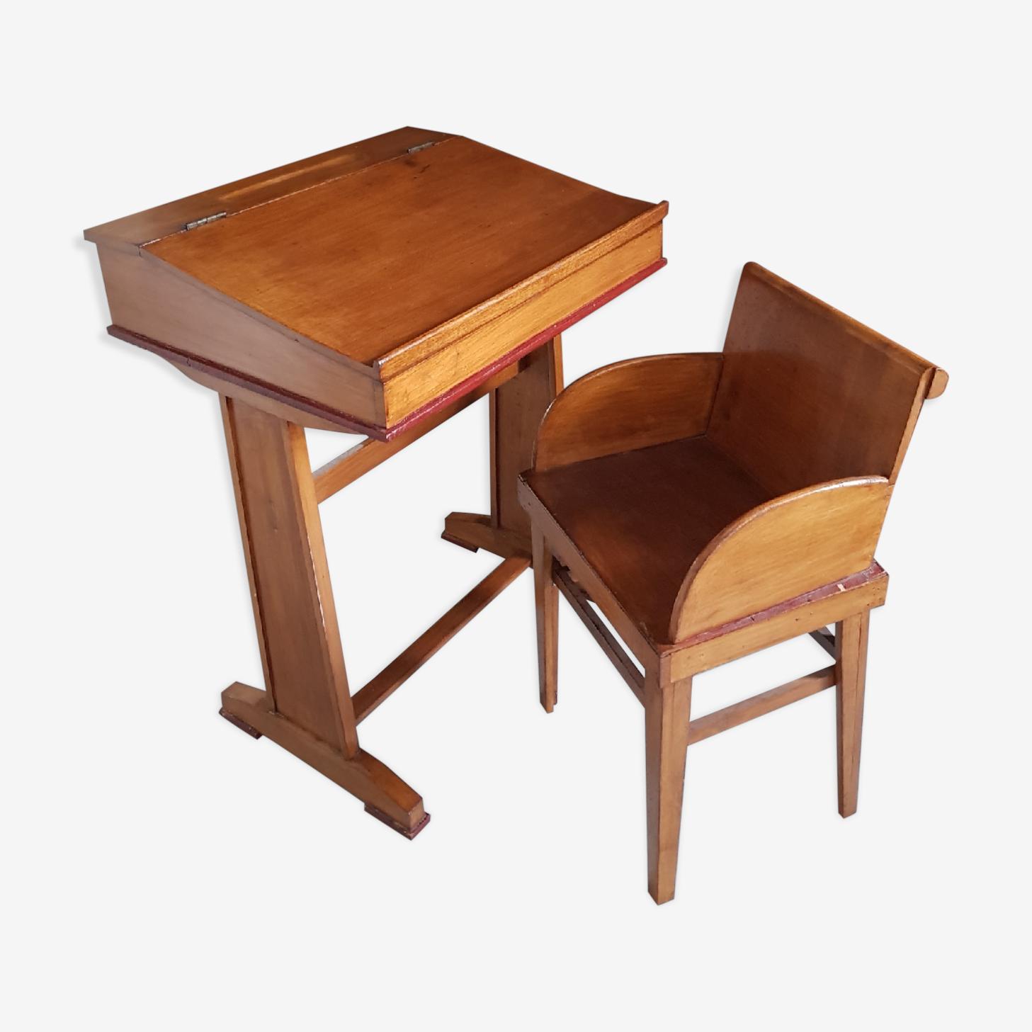 Pupitre d'écolier et sa chaise
