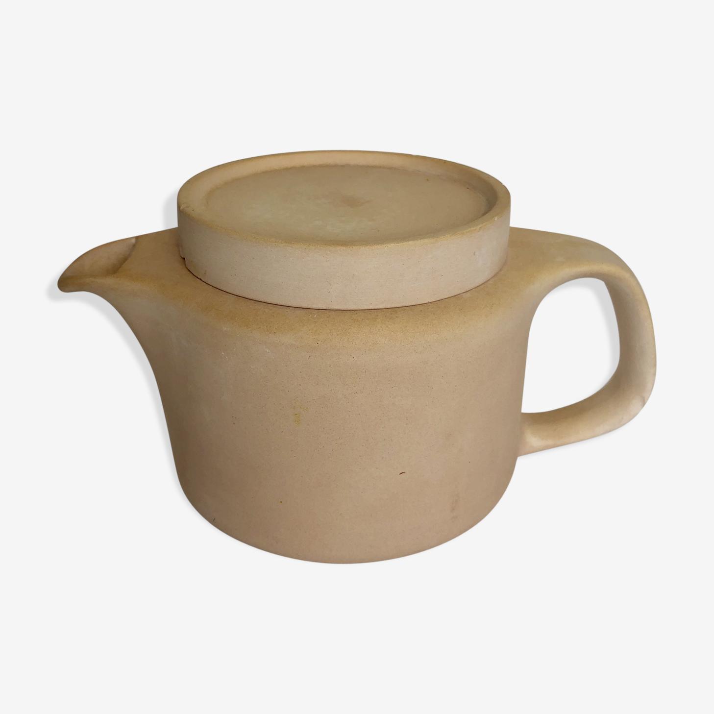 Matte color chalk earthenware teapot