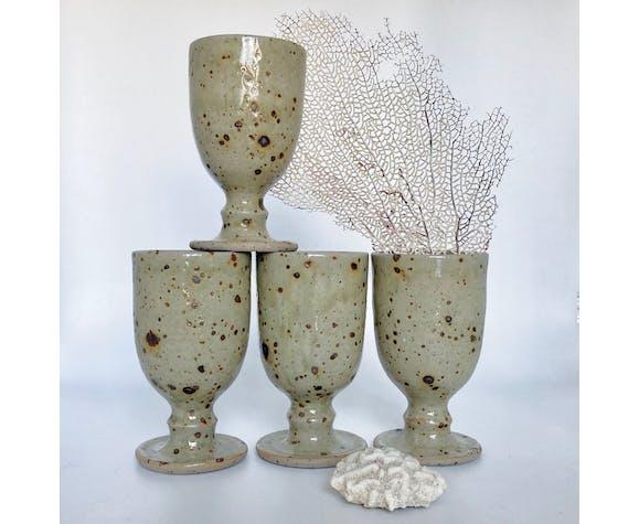 Lot de quatre tasses en grès pyrité