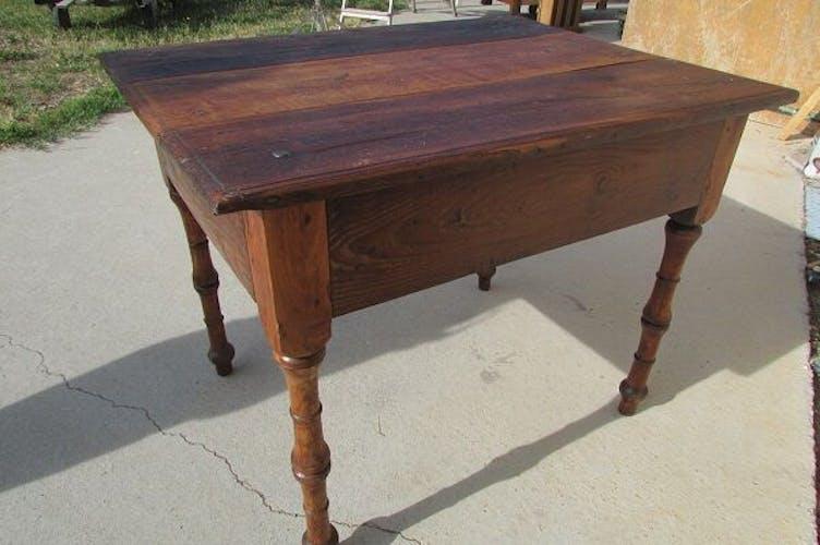 Ancienne table de communauté patinée