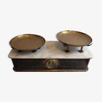 Balance ancienne en bois, marbre , laiton