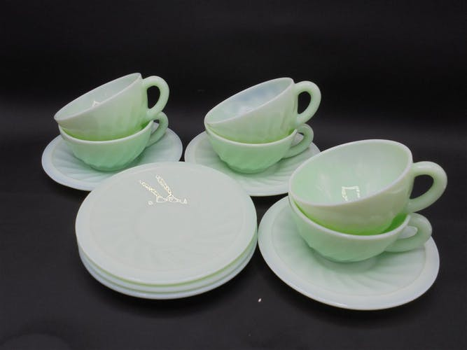 Serving 6 green coffee cups