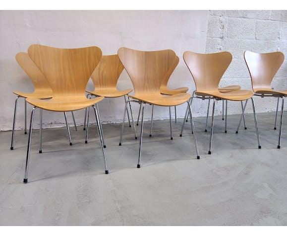 Chaises papillon modèle 3107 d'Arne Jacobsen éditées par Fritz Hansen