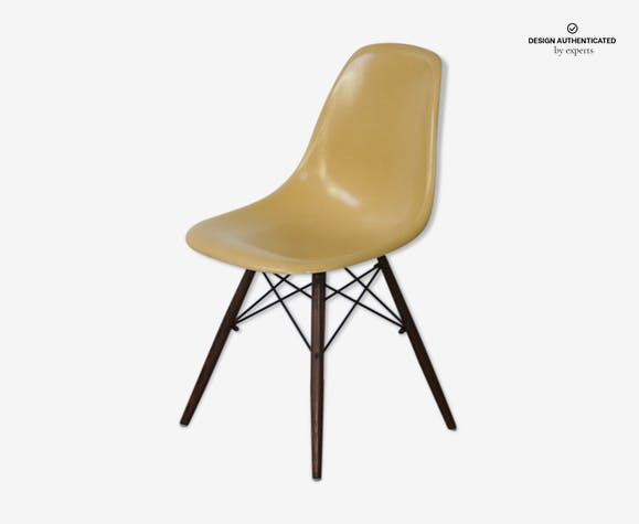 DSW chair by Charles & Ray Eames for Herman Miller