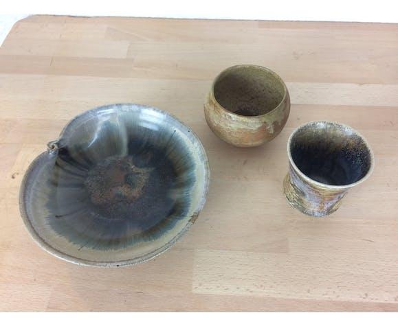 Coupe et pots en grès, céramique bleue