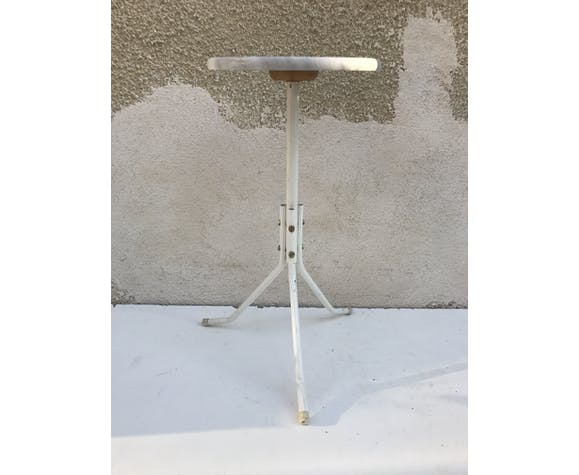 Spot like that old tripod pot white metal door + tray vintage marble
