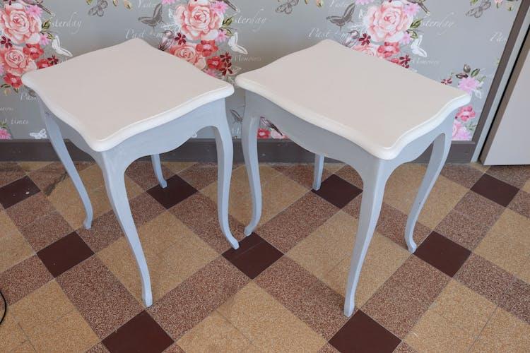 Paire de tables grises et blanches patinées