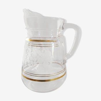 60s pitcher