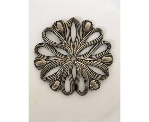 Dessous de plat tulipes en métal argenté