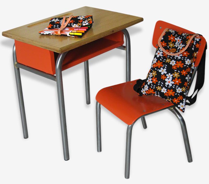 Table et chaise d'écolier vintage