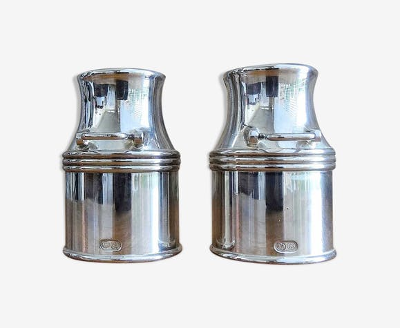 Salière et poivrier forme bidon à lait argentés
