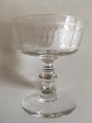 Set of 6 crystal champagne glasses ringing in the 20s