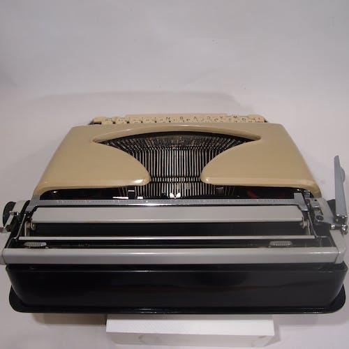 Machine à ecrire Polyjo Summer 75