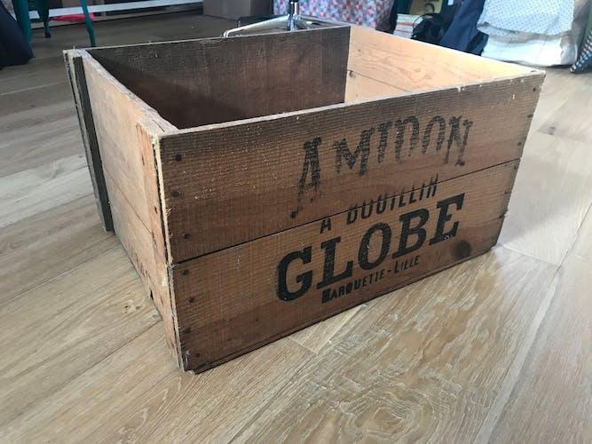 Amidon Globe old lettering storage case