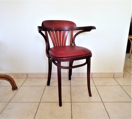 Chaises avec accoudoirs type bistro