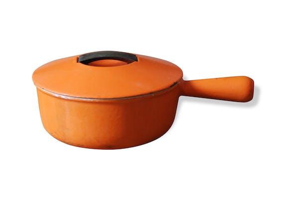 casserole en fonte cousances vintage m tal orange. Black Bedroom Furniture Sets. Home Design Ideas