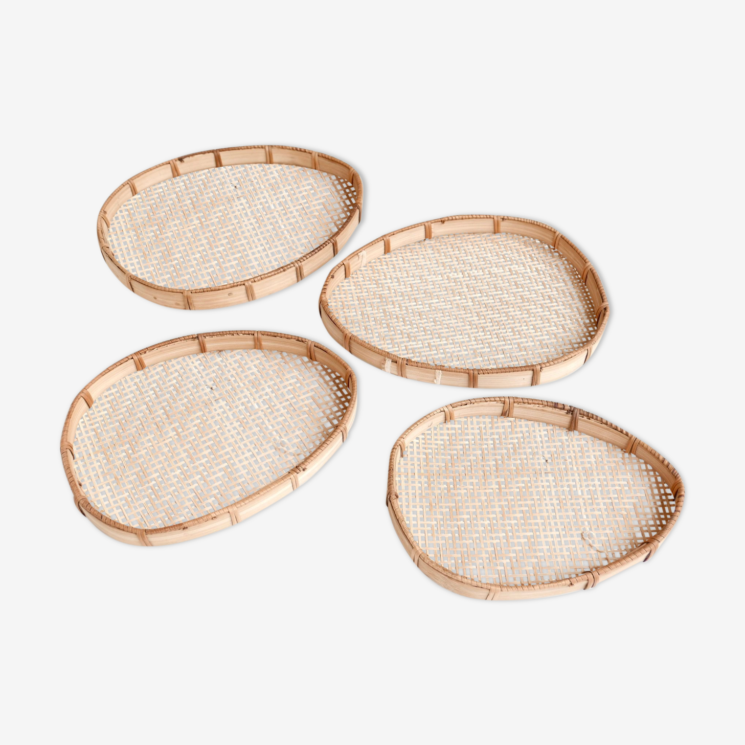 4 pull-out trays in wicker, 50 years