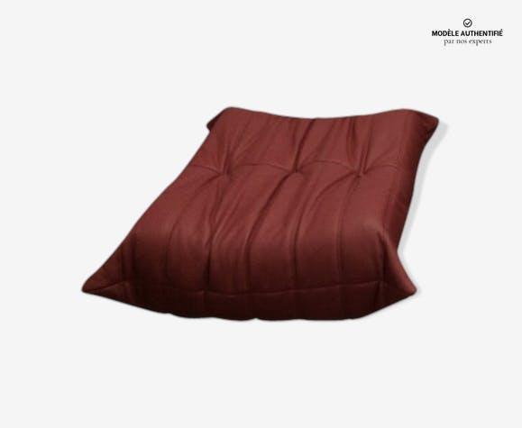 """Ottoman """"Togo"""" en cuir rouge par Michel Ducaroy pour Ligne Roset"""