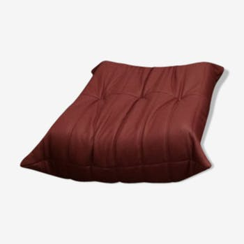 "Ottoman ""Togo"" red leather by Michel Ducaroy for Ligne Roset"