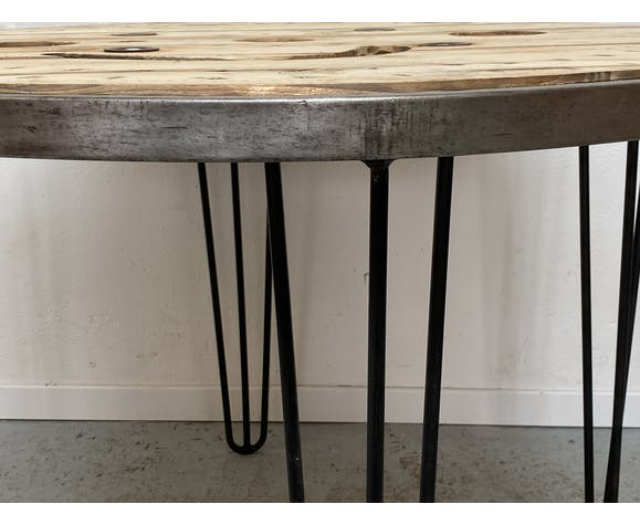 Table industrielle ronde
