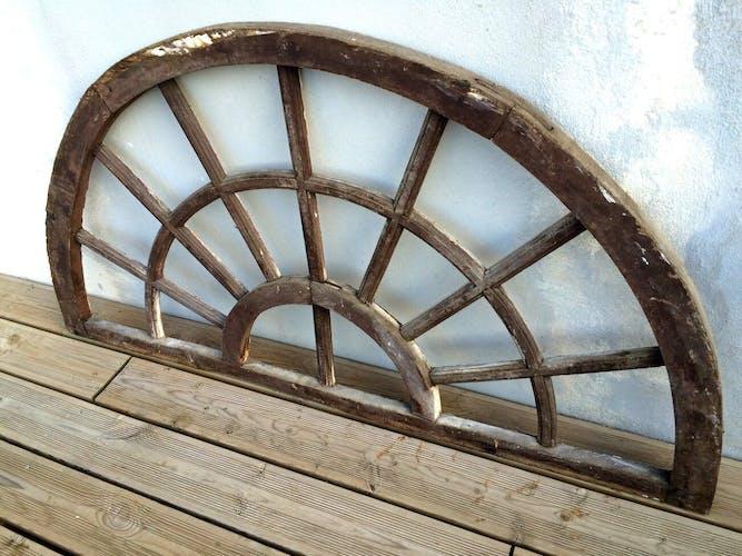 Ancienne fenêtre demi-lune