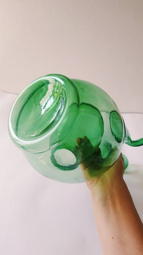 Blown glass carafe with ice tank