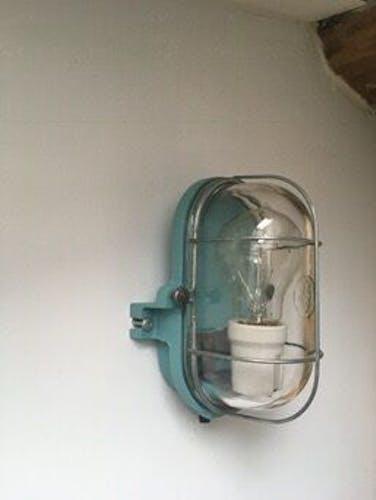 Applique originale en fonte et verre