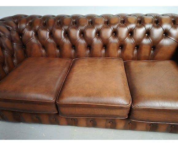 Paire de canapés chesterfield cuir marron