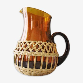 Carafe in glass and wicker