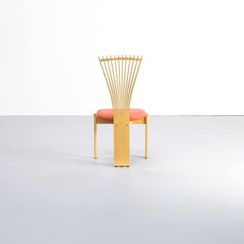 """Ensemble de 4 chaises """"totem"""" Torstein Nilsen dans le style de Memphis pour Westnofa 80s"""