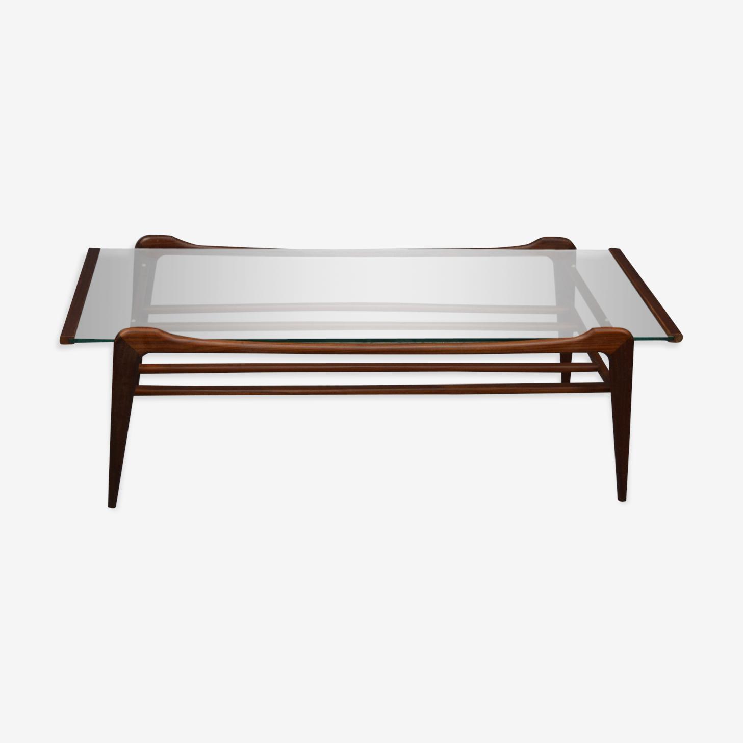 Table basse surmontée en verre