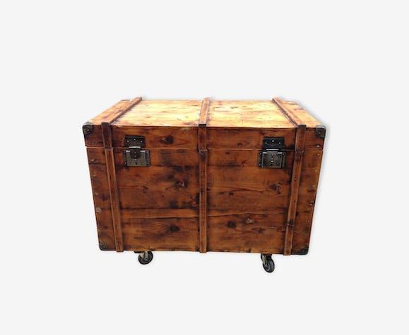Coffre / Malle en bois à roulettes - bois (Matériau) - industriel ...