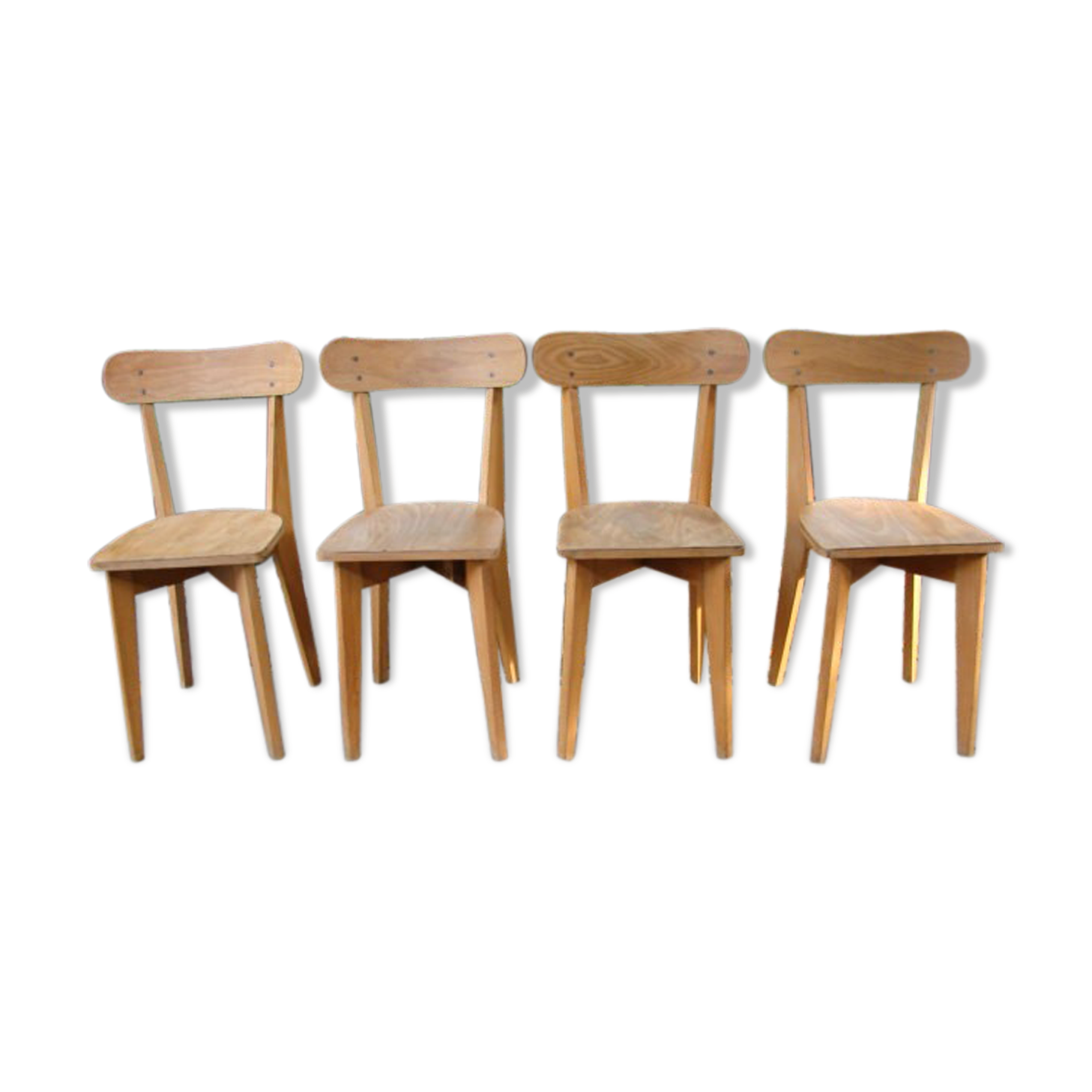 chaises bistrot anciennes elegant chaises bistrot bois chaises en bois bistrot la bohame. Black Bedroom Furniture Sets. Home Design Ideas