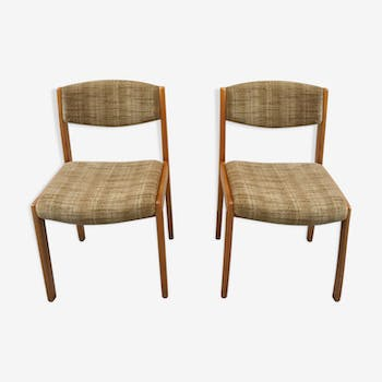 Pair of beige chairs