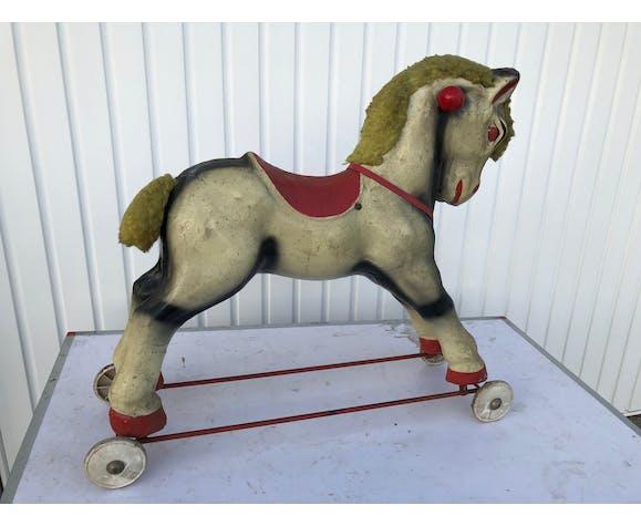 Ancien cheval à bascule