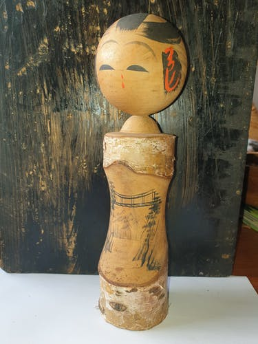Poupée kokeshi traditionnelle