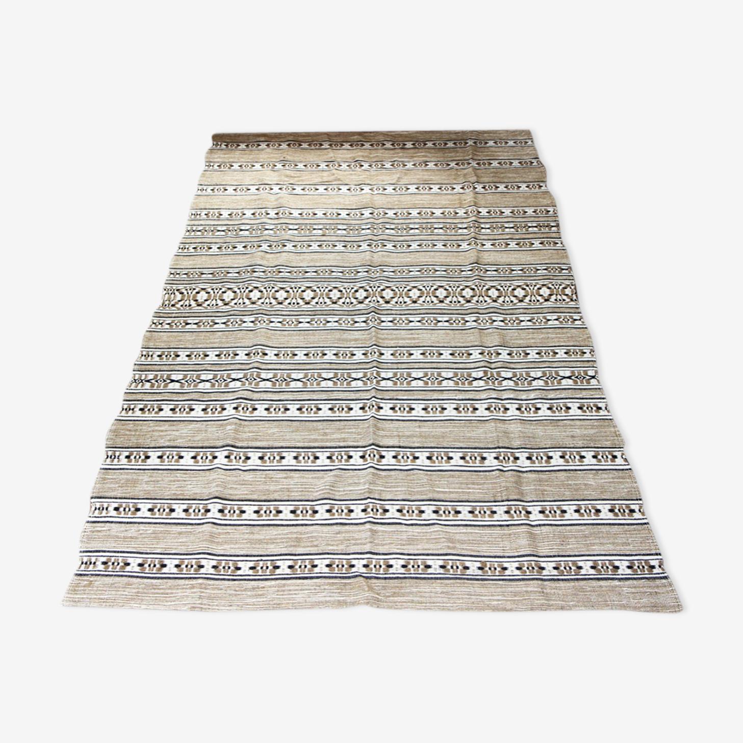 Ethnic carpets in wool 256x174cm