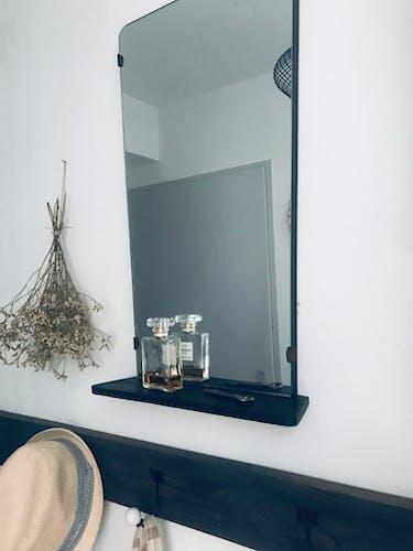 Miroir forme rétro avec tablette