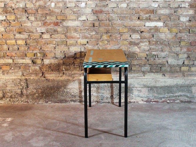 Bureau d'écolier vintage en acier et bois massif, plateau motif graphique