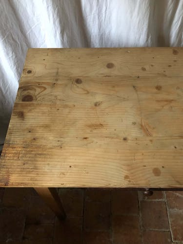 Table en bois vintage