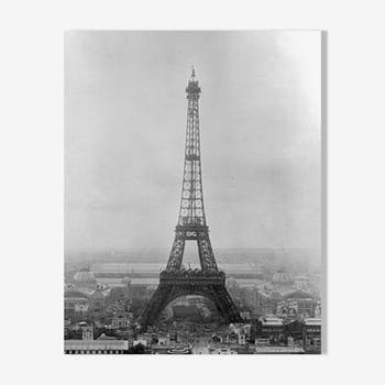 """Photograph """"the eiffel tower built for the universal exhibition of 1889"""""""