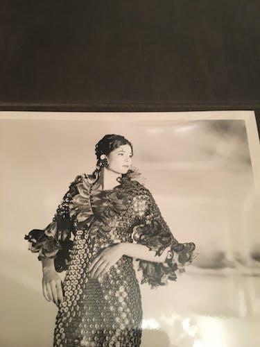 Illustration de mode et rare photographie de presse par paco rabanne, croquis collection 1989