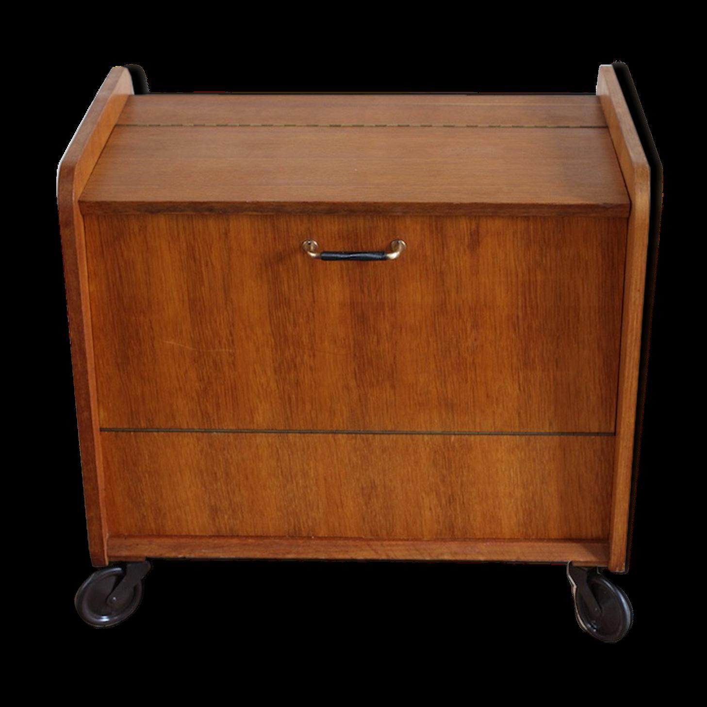 cool meuble bar sur roulettes vintage des annes with meuble bar rangement. Black Bedroom Furniture Sets. Home Design Ideas