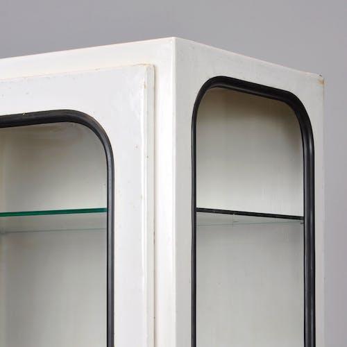 Vitrine médicale avec cinq étagères en verre, 1975
